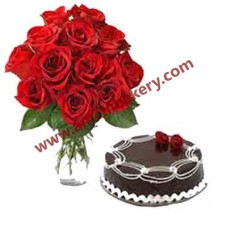 Chocolate cake with 12 Fresh Roses